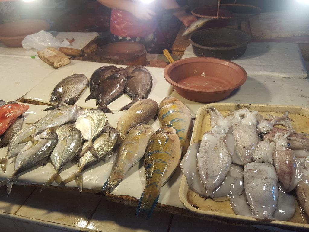 メルカドの新鮮な魚介類