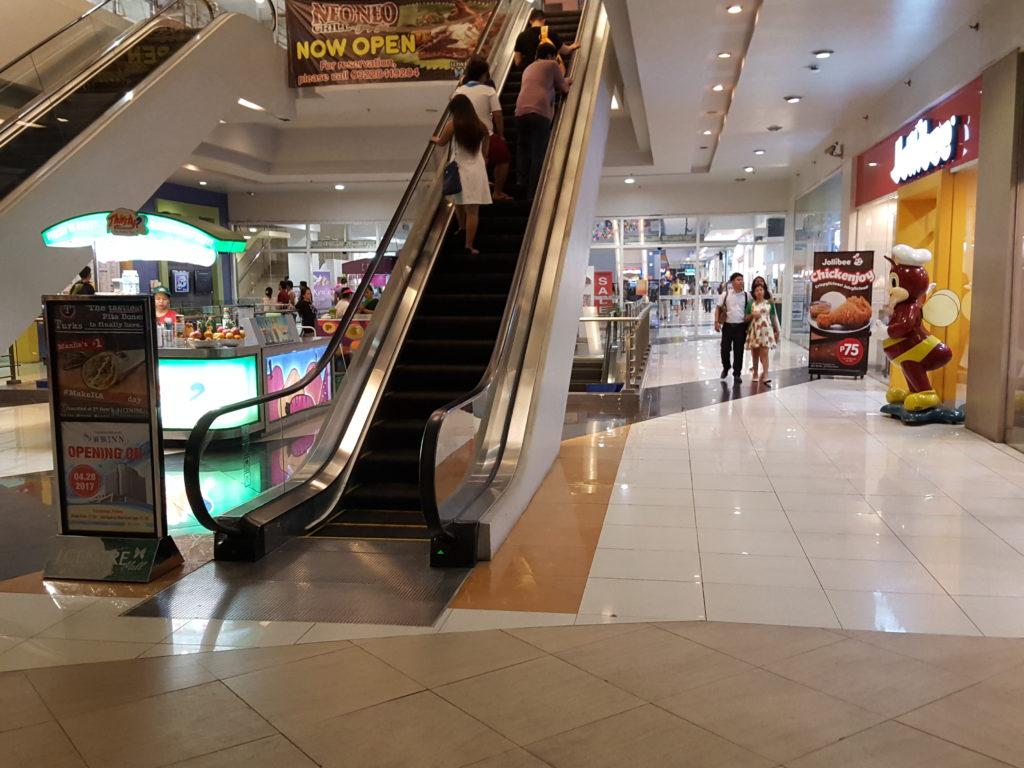 Jセンターモール正面入口(2階部分)