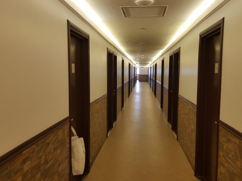 東横INNセブ廊下