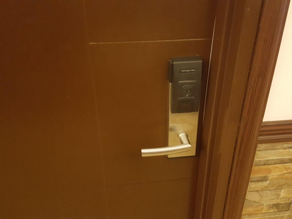 東横INNセブ部屋のドア