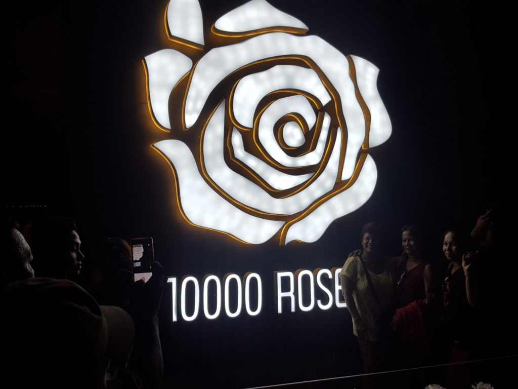 10,000 Roses Cafe & More 01