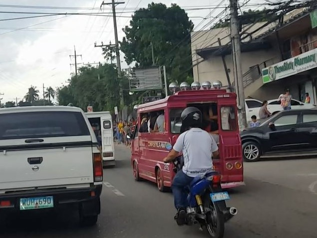 フィリピン交通事情 ジプニーに注意01
