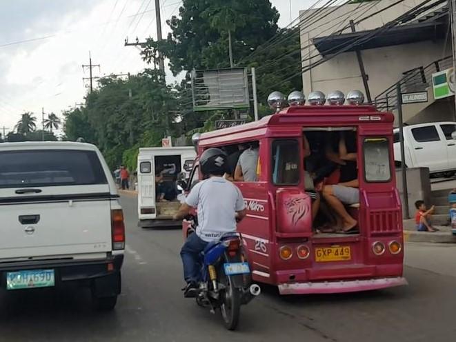 フィリピン交通事情 ジプニーに注意02