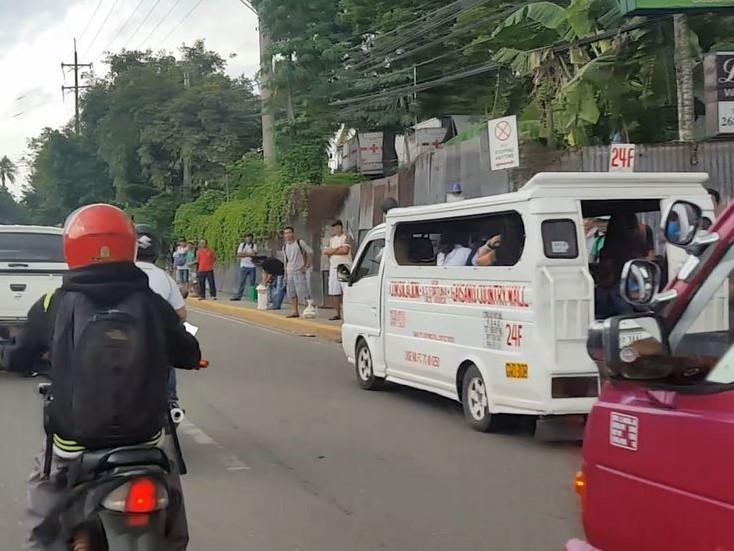 フィリピン交通事情 ジプニーに注意04