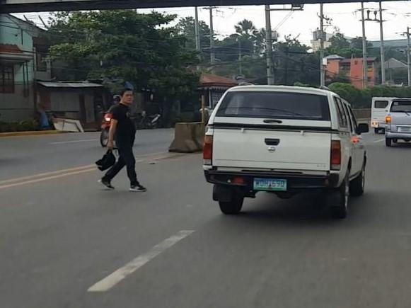 フィリピン交通事情 歩行者02