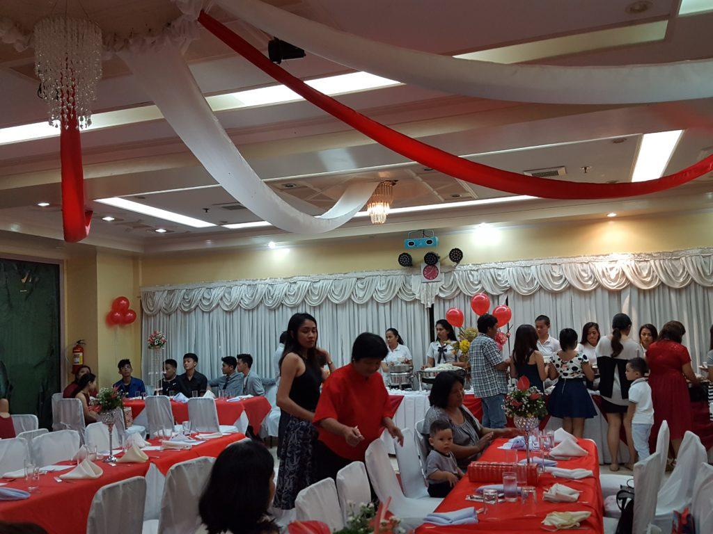 フィリピン 18歳の誕生日会の様子 01