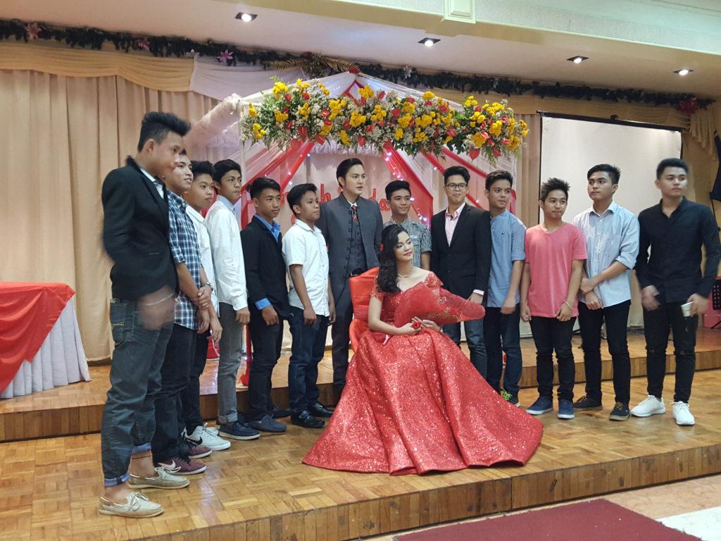 フィリピン 18歳の誕生日会の様子 04