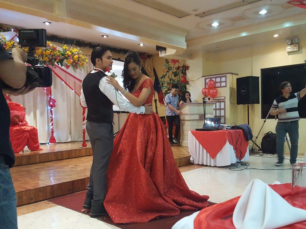 フィリピン 18歳の誕生日会の様子 02