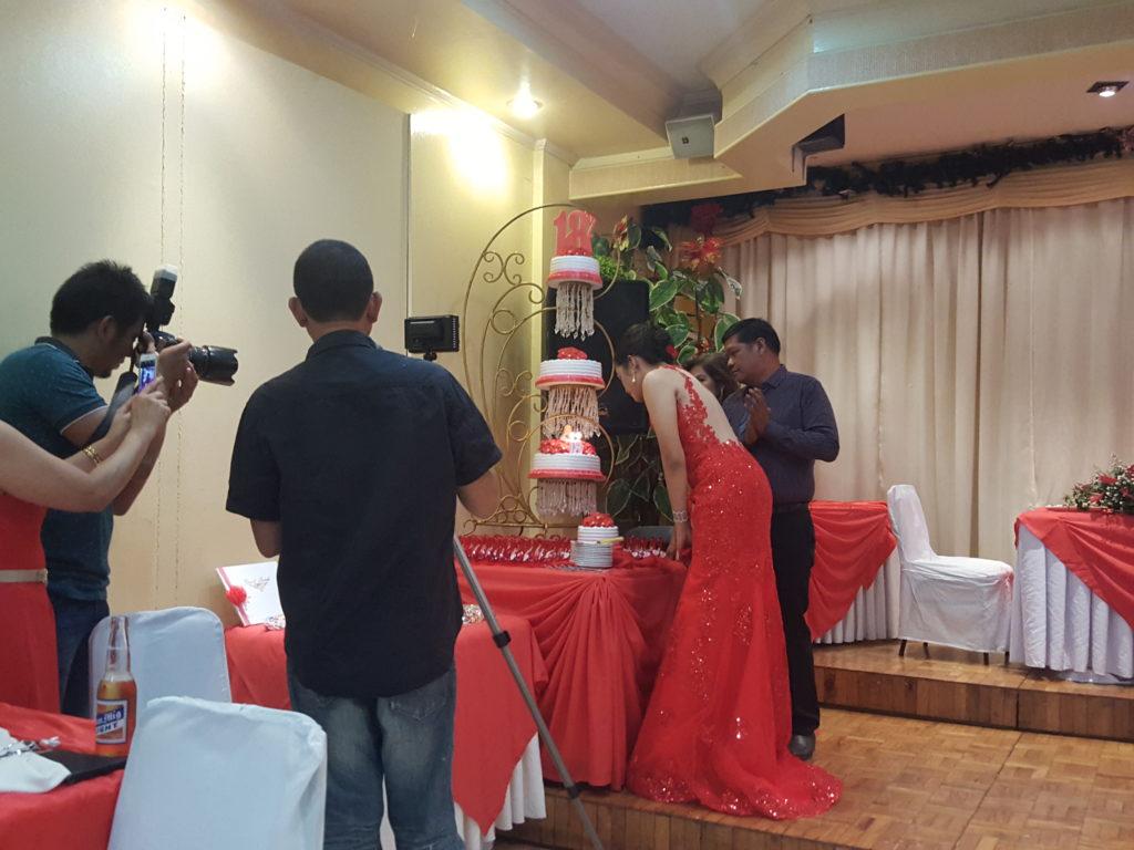 フィリピン 18歳の誕生日会の様子 03