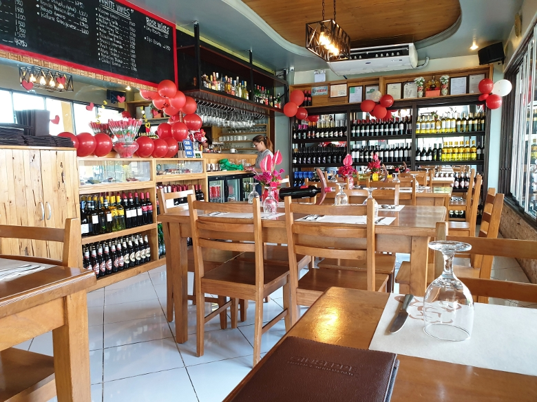 ジュセフィ(GIUSEPPE - Pizzeria & Sicilian Roast)マクタン島店 店内の様子